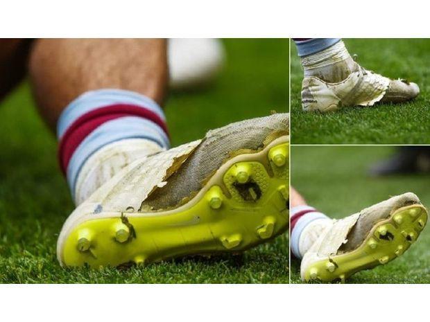 جاك جريليش خاض أغلى مباراة في العالم بحذاء مهترئ 2