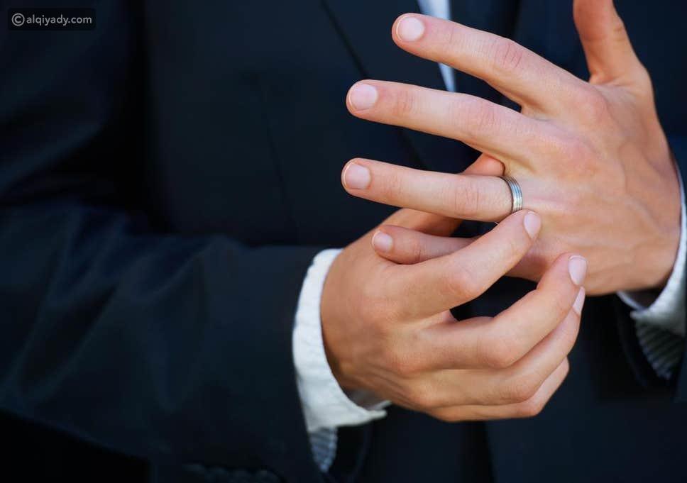 أسباب عدم اتداء الزوج لخاتم الزواج