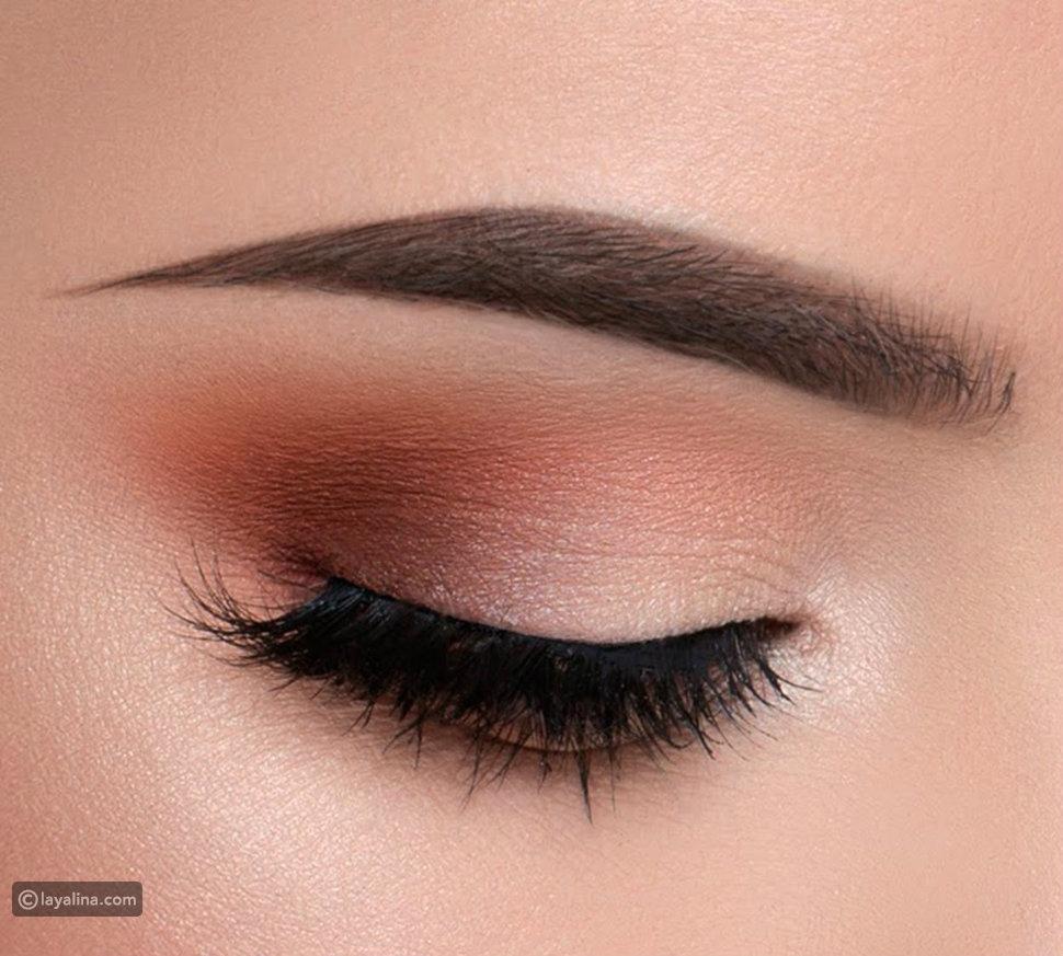مكياج عيون سود بألوان النيود