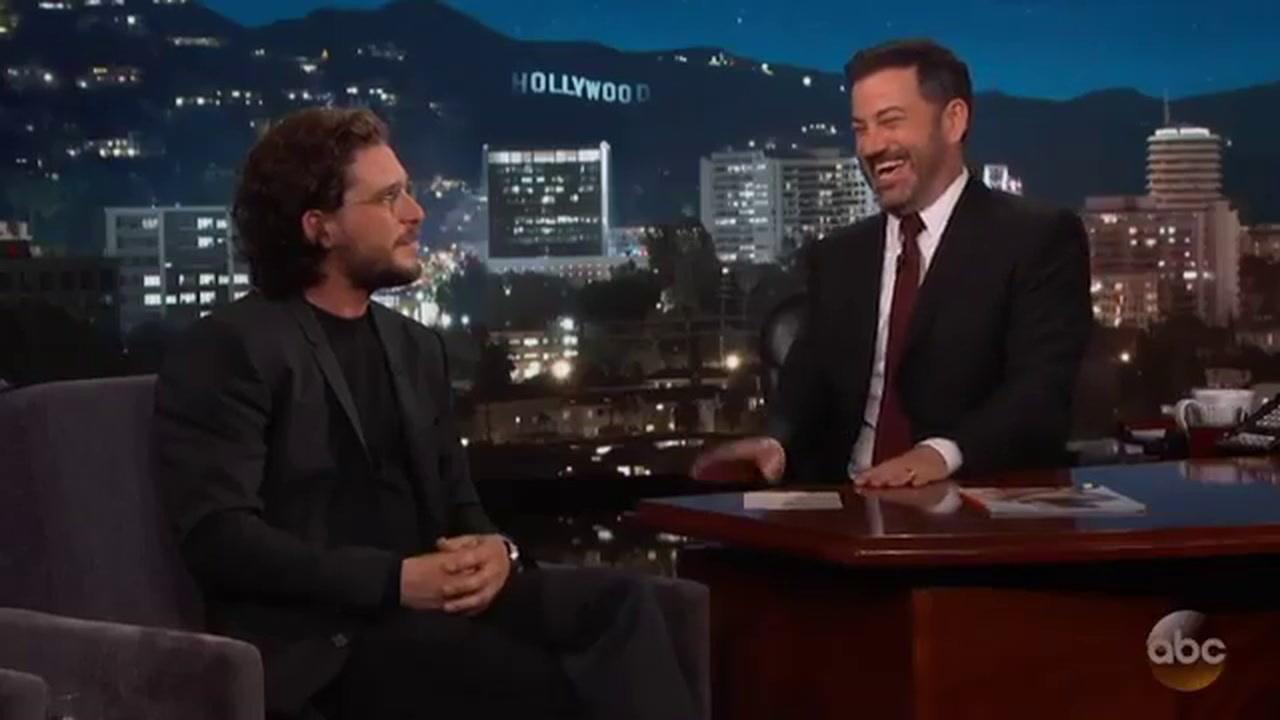 فيديو مذيع يورط كيت هارينغتون جون سنو لكشف أحداث مسلسل Game of Thrones